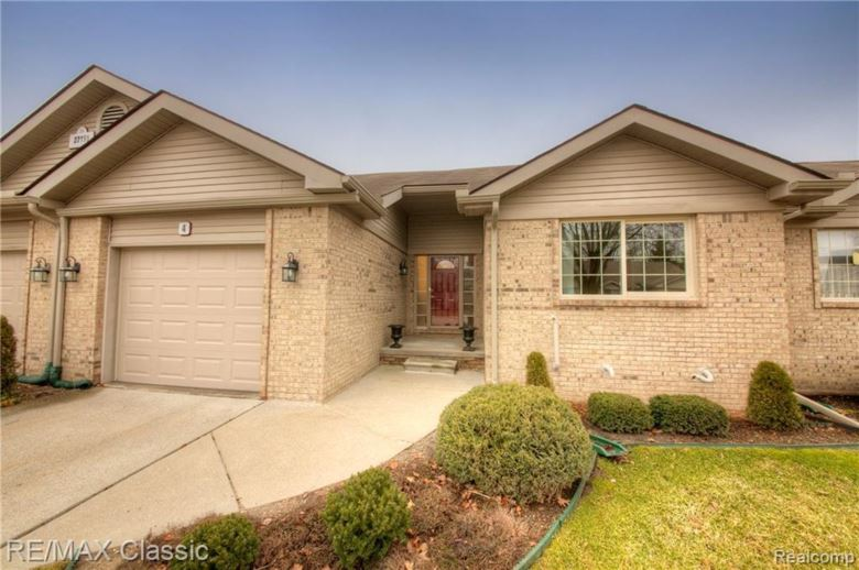 22195 QUAIL RUN CIRCLE #4, South Lyon, MI 48178