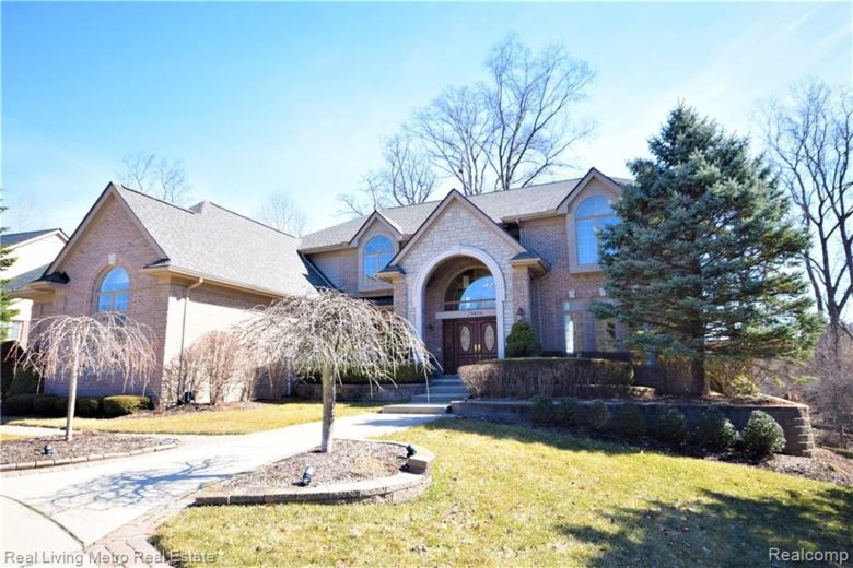29406 BRADMOOR Court, Farmington Hills, MI 48334