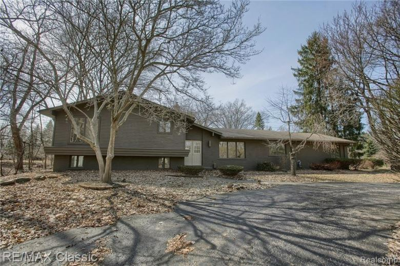 7250 CEDARCROFT Lane, West Bloomfield, MI 48322