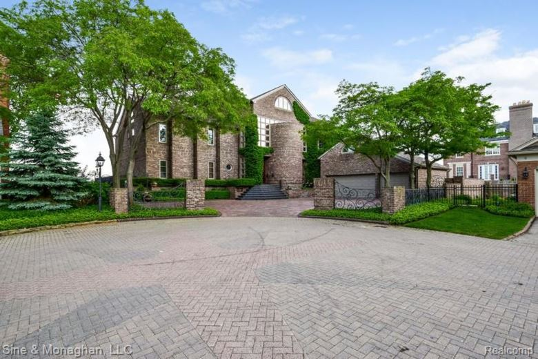 1 SYCAMORE Lane, Grosse Pointe, MI 48230