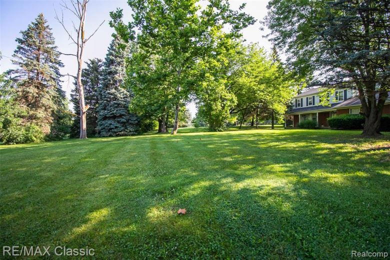 13060 N BECK Road, Plymouth, MI 48170