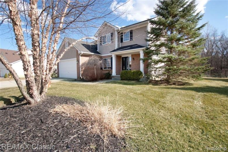 3983 DUN ROVIN Court, Commerce Twp, MI 48382