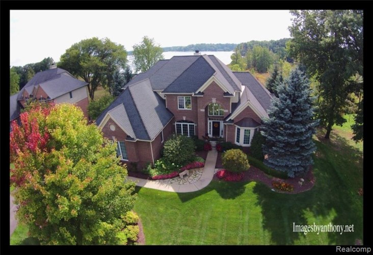 5268 EDGEWOOD SHORES Drive, Howell, MI 48843