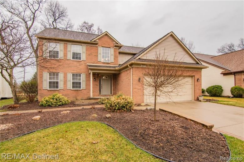 2221 FOREST HILLS Drive, Lake Orion, MI 48359