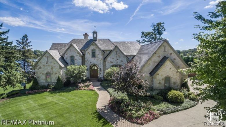 4315 WESTHILL Drive, Howell, MI 48843