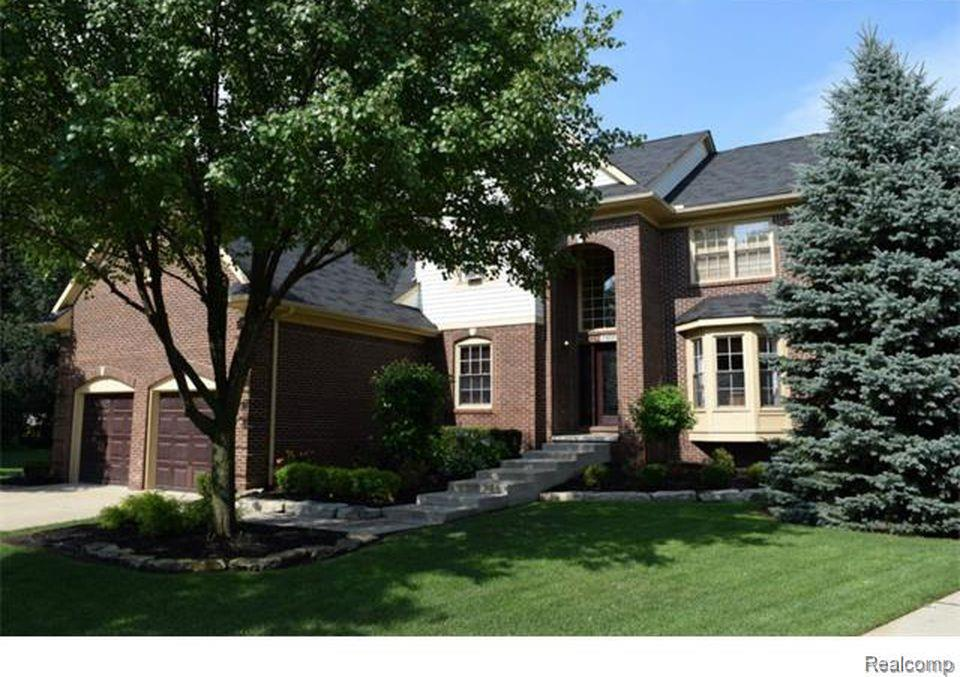 1123 Parkview Court, Wixom, MI 48393