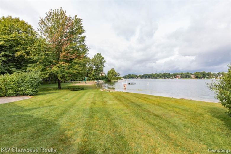 8336 LAKE PINE Drive, Commerce Twp, MI 48382
