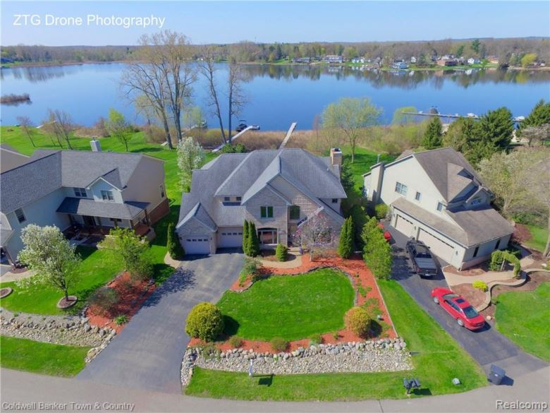 461 LAKESHORE POINTE Drive, Howell, MI 48843