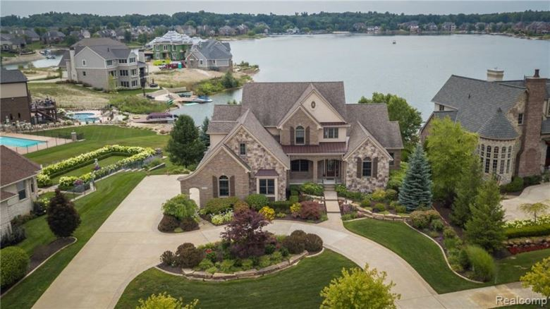 10475 Stoney Point Drive, South Lyon, MI 48178