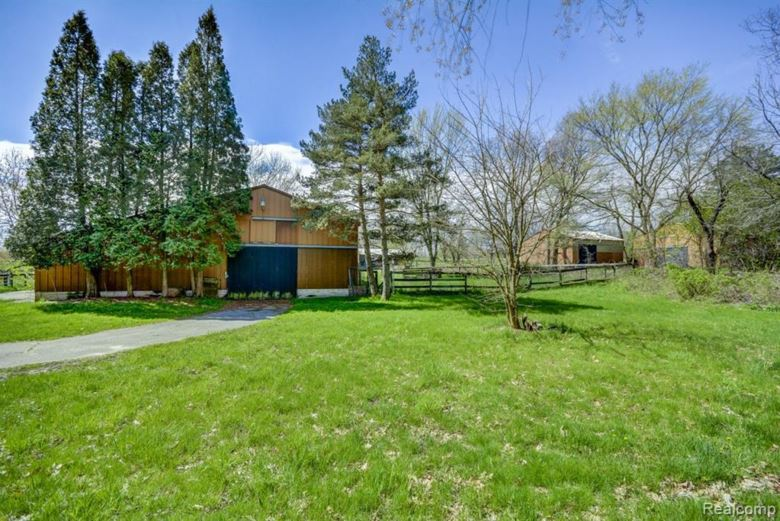 8425 Knox Road, Clarkston, MI 48348