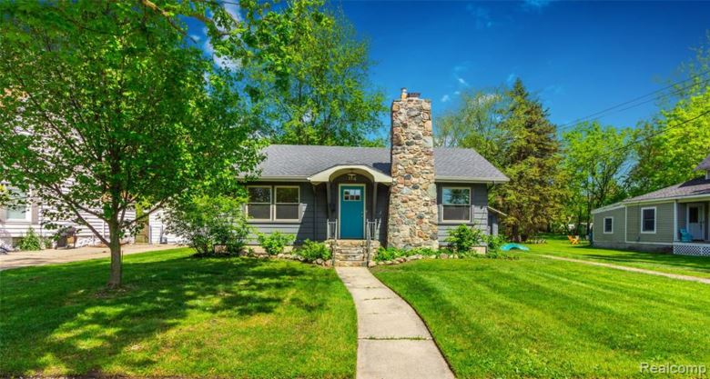 114 CLARENCE Street, Holly, MI 48442