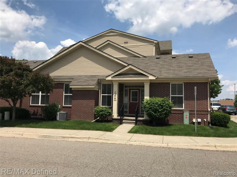 1374 Hillcrest Drive, Waterford, MI 48327