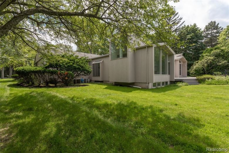 1870 REDDING Road, Birmingham, MI 48009