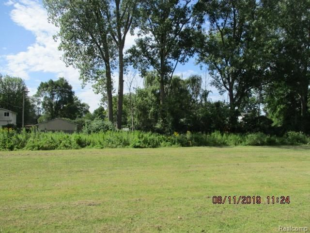 22900 Waltz Road, New Boston, MI 48164