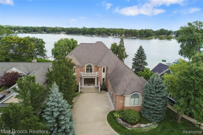 8564 GOLFSIDE Drive, Commerce Twp, MI 48382
