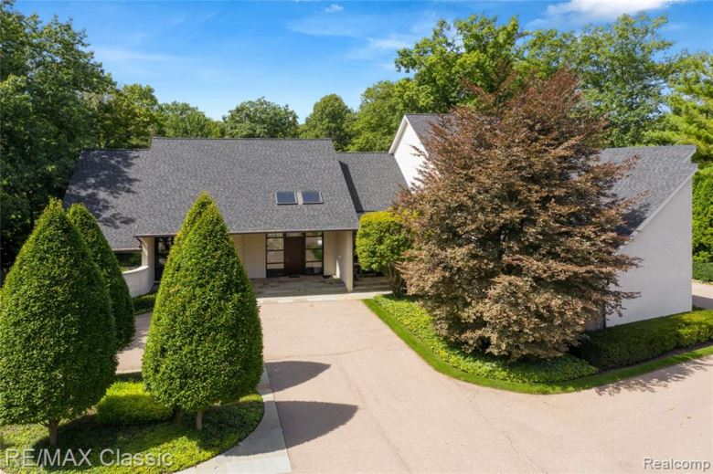4430 S BAY Drive, Orchard Lake, MI 48323