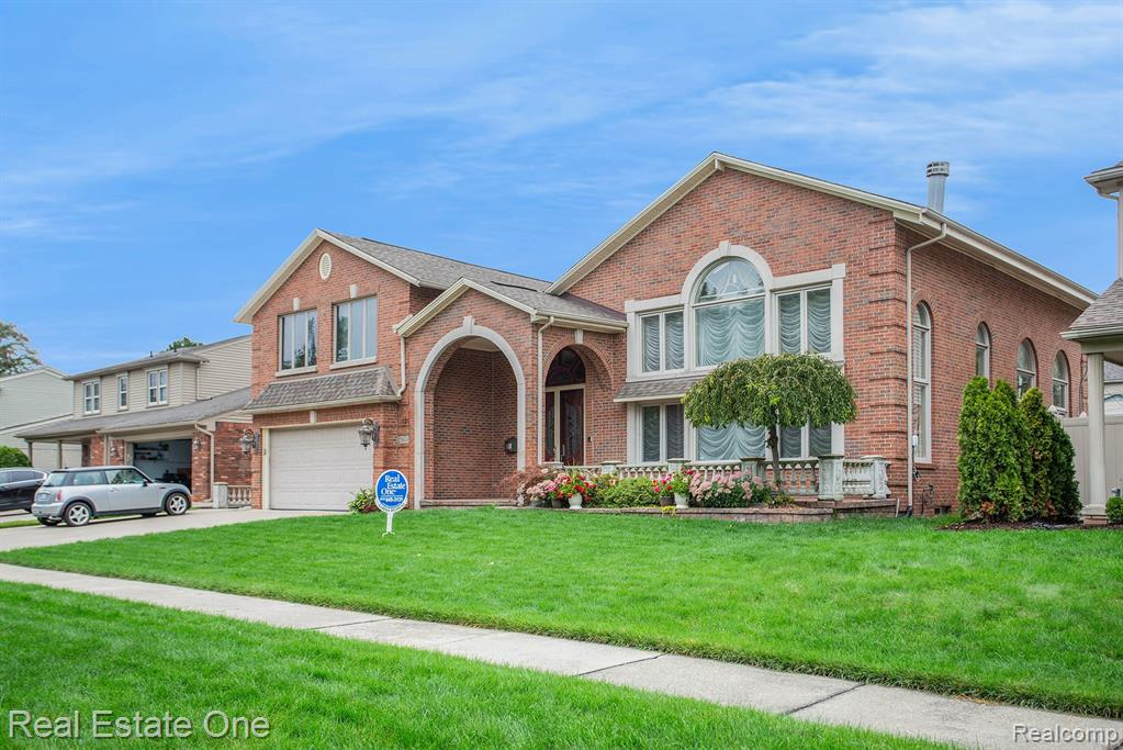25874 LILA Lane, Dearborn Heights, MI 48127