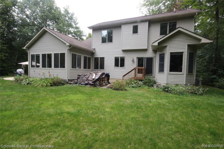 6587 ROGERS Drive, North Branch, MI 48461