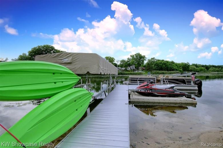 4220 BAY SHORES Drive, Waterford, MI 48329