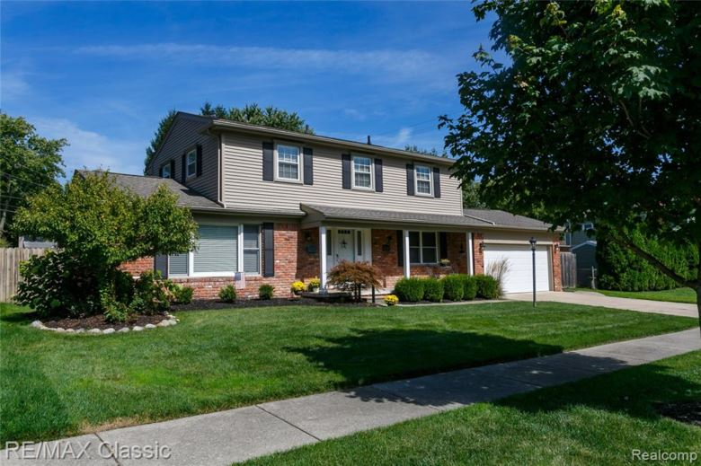 41138 CRESTWOOD Drive, Plymouth, MI 48170