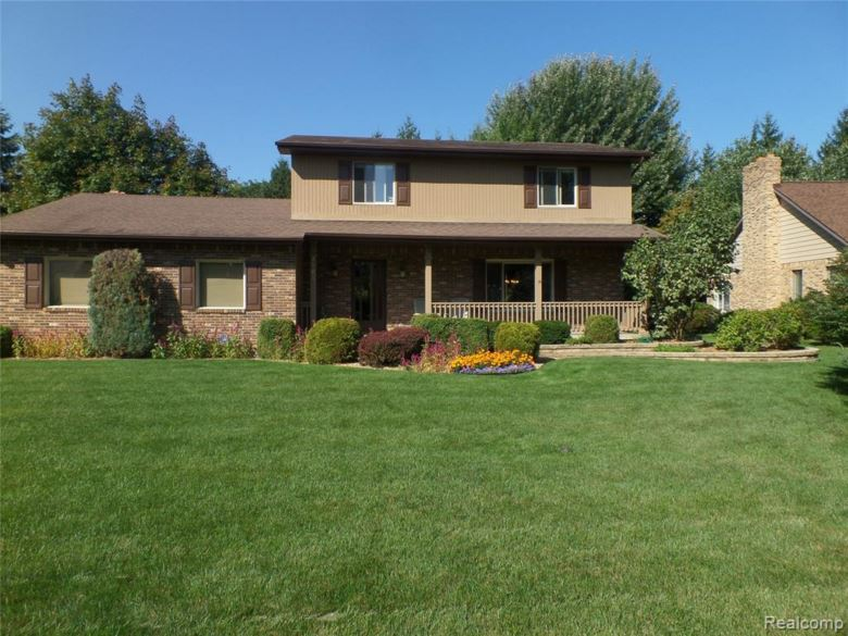 2463 LOST CREEK Drive, Flushing, MI 48433