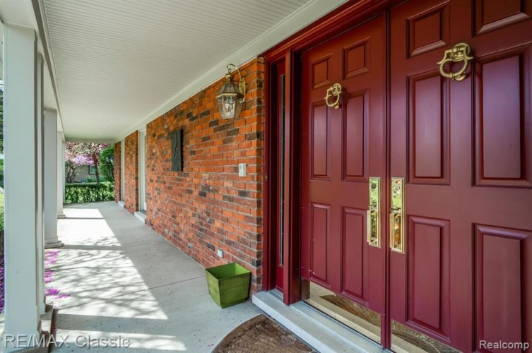 12881 Beacon Hill Drive, Plymouth, MI 48170
