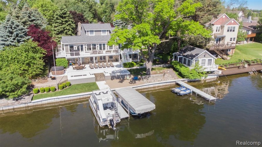 4356 Sashabaw Road, Waterford, MI 48329