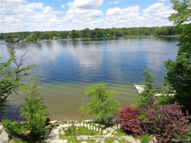 5339 Trillium Court, Orchard Lake, MI 48323