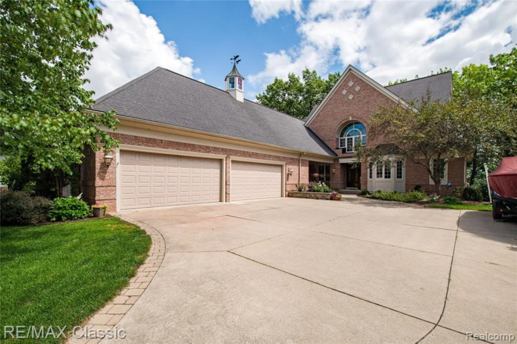 3345 LAKEWOOD SHORES DR, Howell, MI 48843