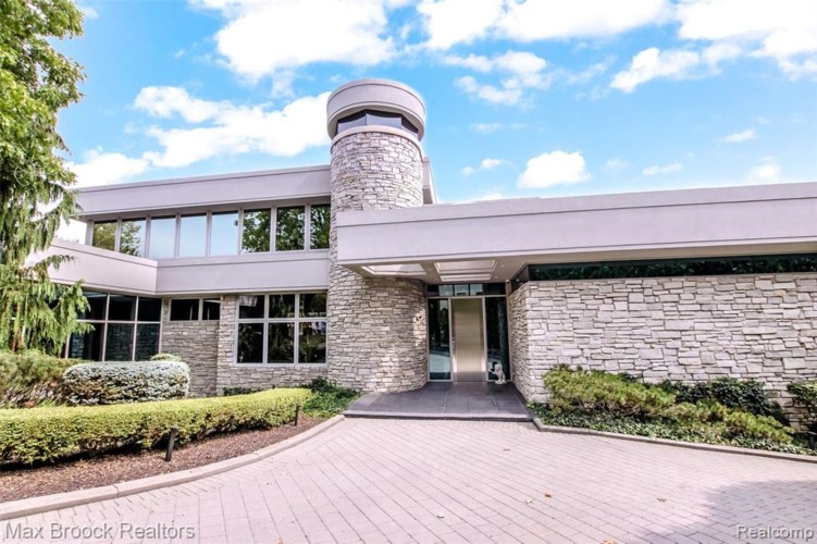 1867 LONG POINTE Drive, Bloomfield Hills, MI 48302