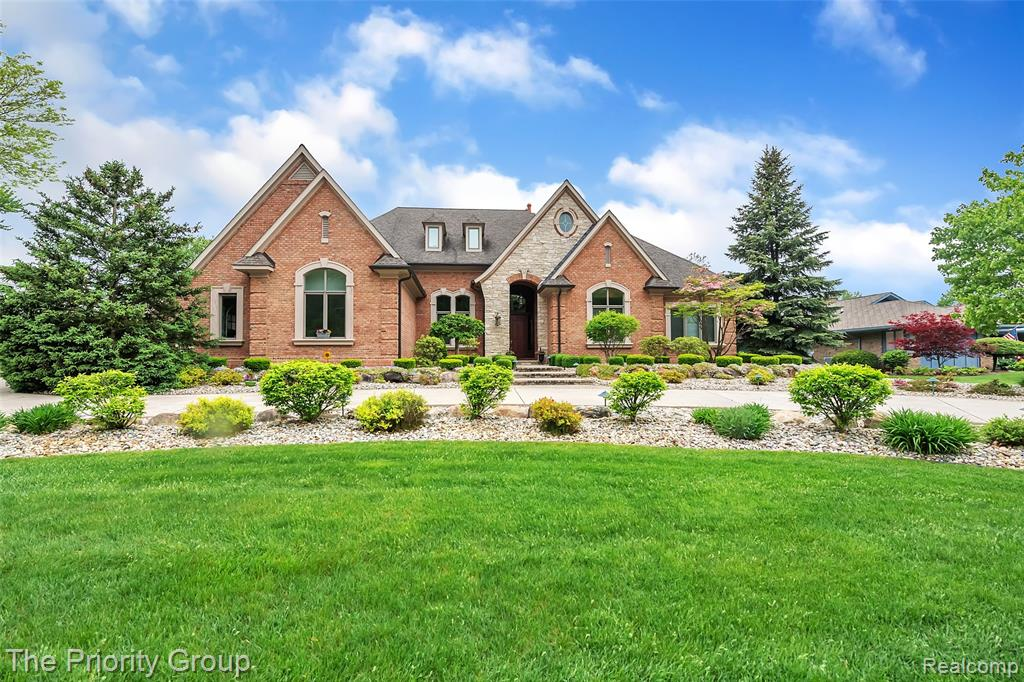 9668 BURNING TREE Drive, Grand Blanc, MI 48439