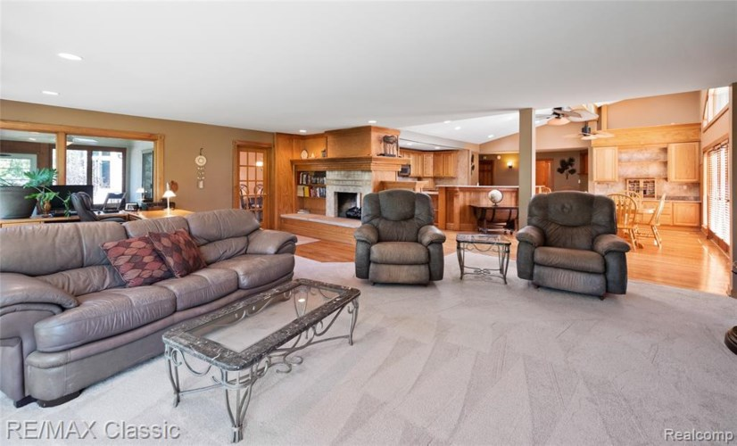 7545 Tower Rd, South Lyon, MI 48178