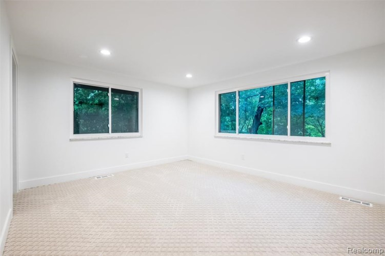 20220 RONSDALE Drive, Beverly Hills, MI 48025
