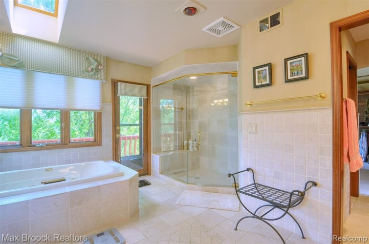 2863 CHESTNUT RUN Drive, Bloomfield Hills, MI 48302