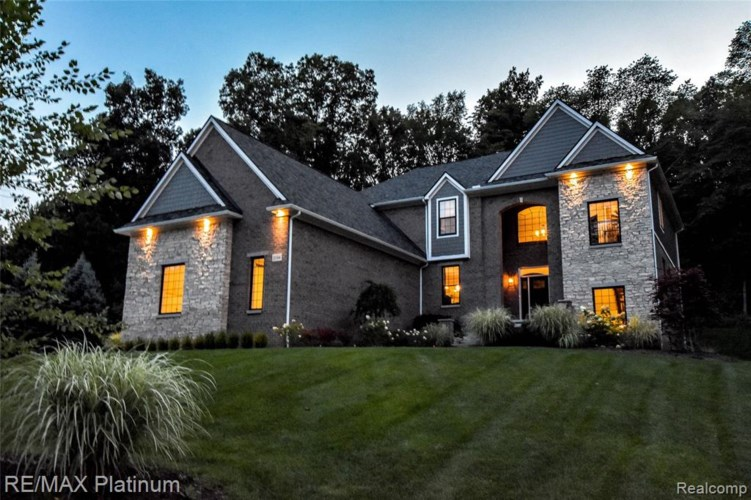3544 WOODRIDGE Drive, Howell, MI 48843