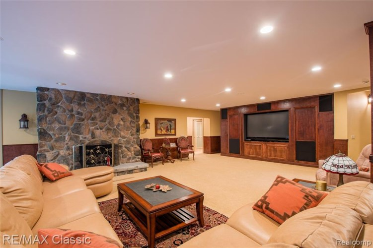 5811 TURNBERRY Drive, Commerce Twp, MI 48382