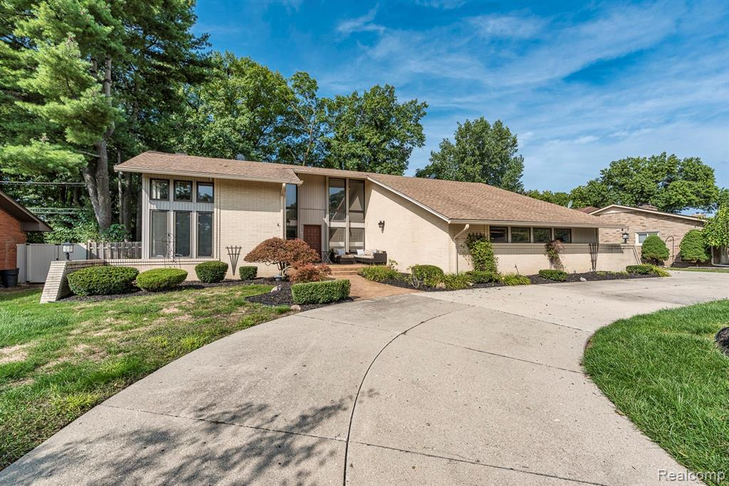 6237 UNIVERSITY Drive, Dearborn Heights, MI 48127