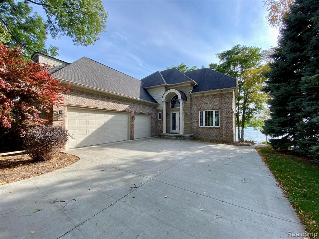 1375 Heights Road, Lake Orion, MI 48362
