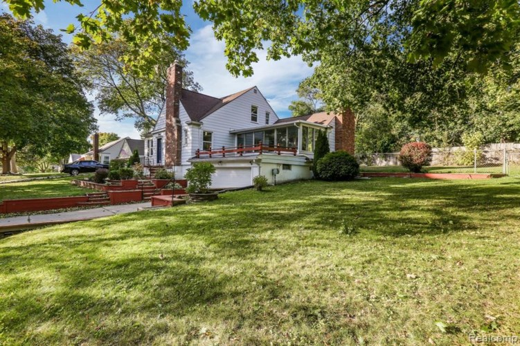 2852 OLD ORCHARD Drive, Waterford, MI 48328
