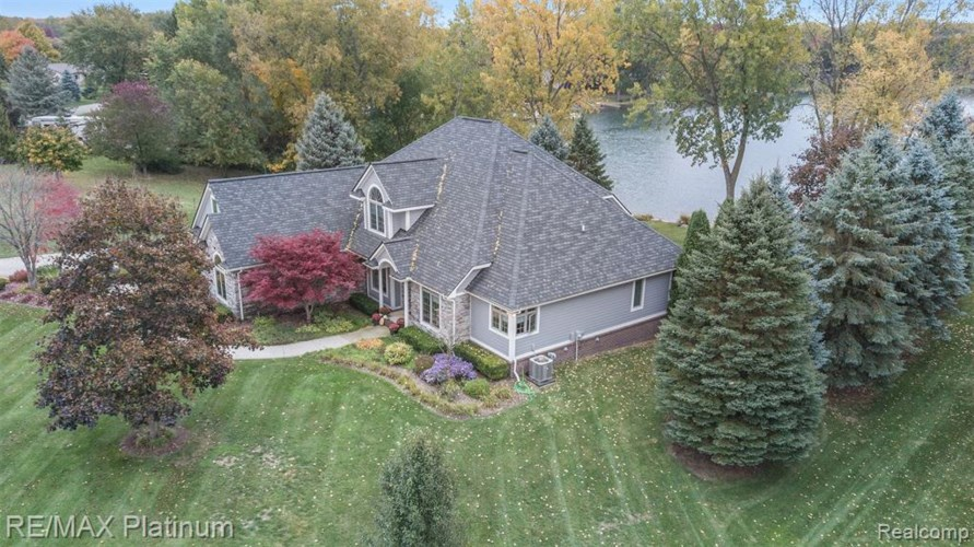 4071 TAGGETT LAKE Drive, Highland, MI 48357