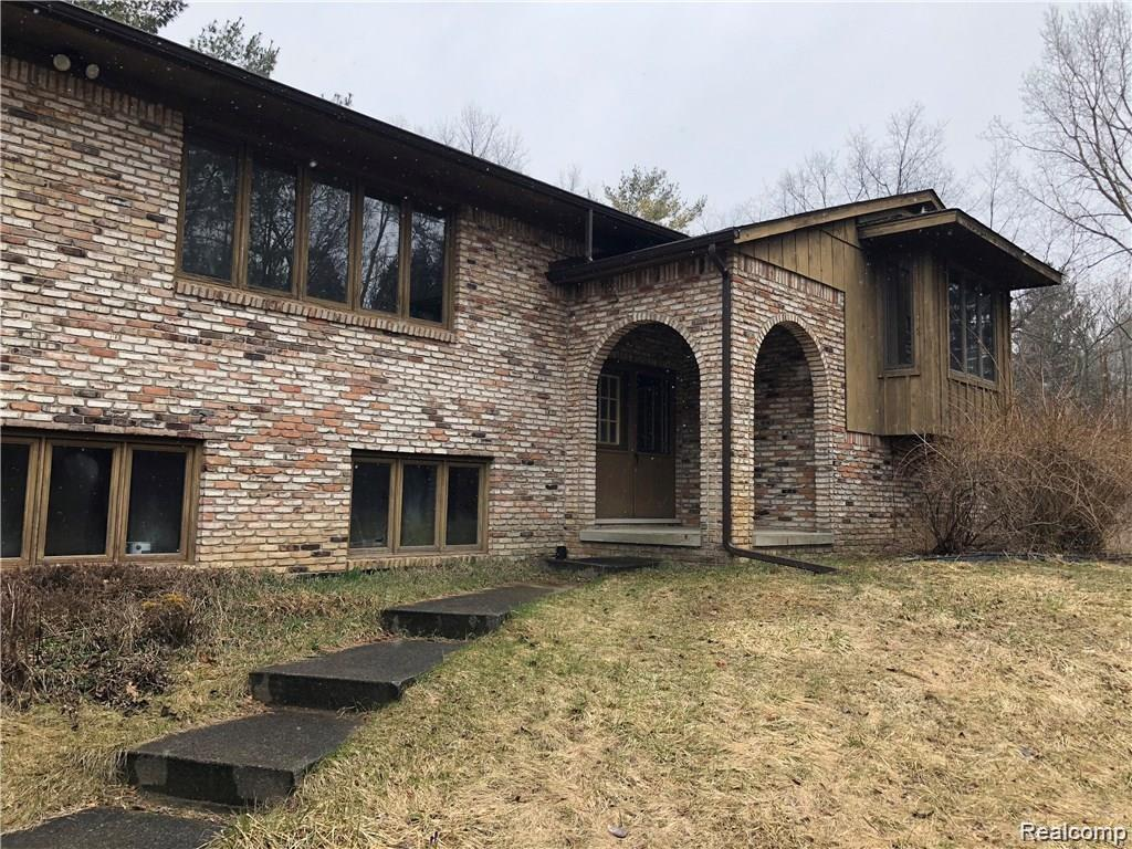 1800 EAGER Road, Howell, MI 48855