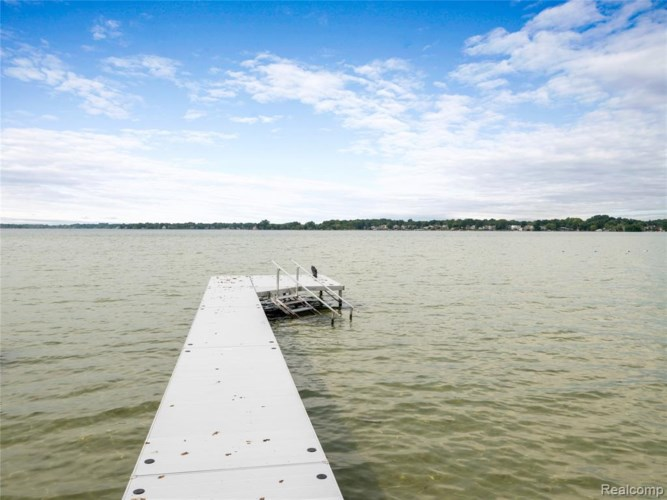 1840 CASS LAKE FRONT Road, Keego Harbor, MI 48320