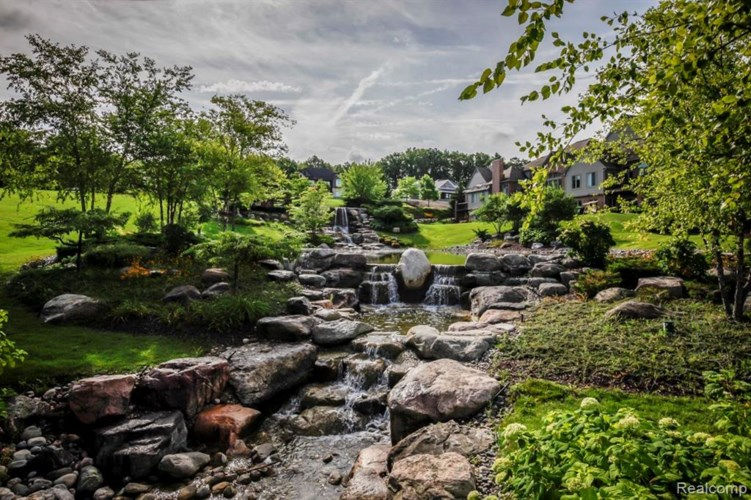 8571 Boulder Shores Drive, South Lyon, MI 48178