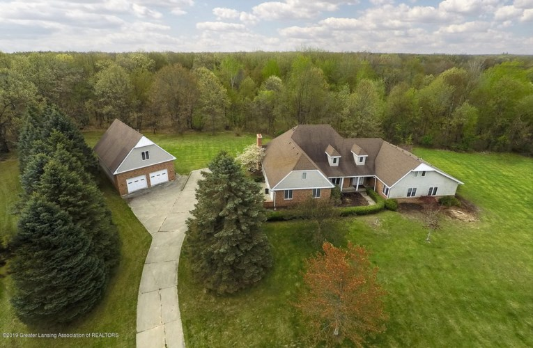 12318 Raelyn Hills Drive, Perry, MI 48872