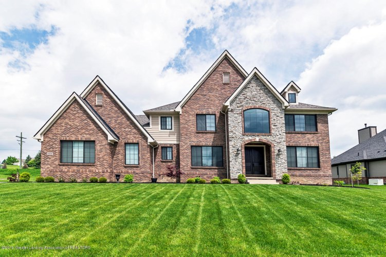 10450 Stoney Point Drive, South Lyon, MI 48178