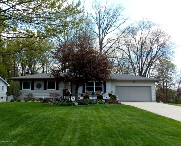 11374 Nixon Road, Grand Ledge, MI 48837