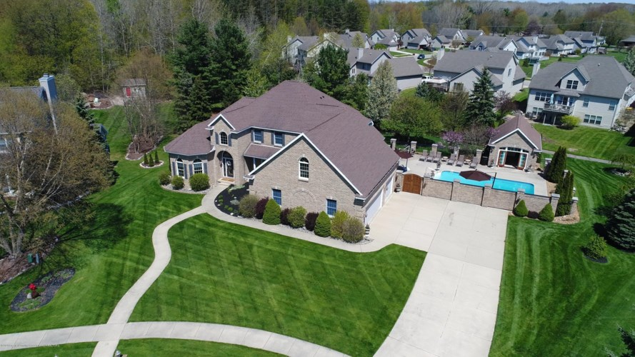 2615 Hummingbird Lane, Holt, MI 48842