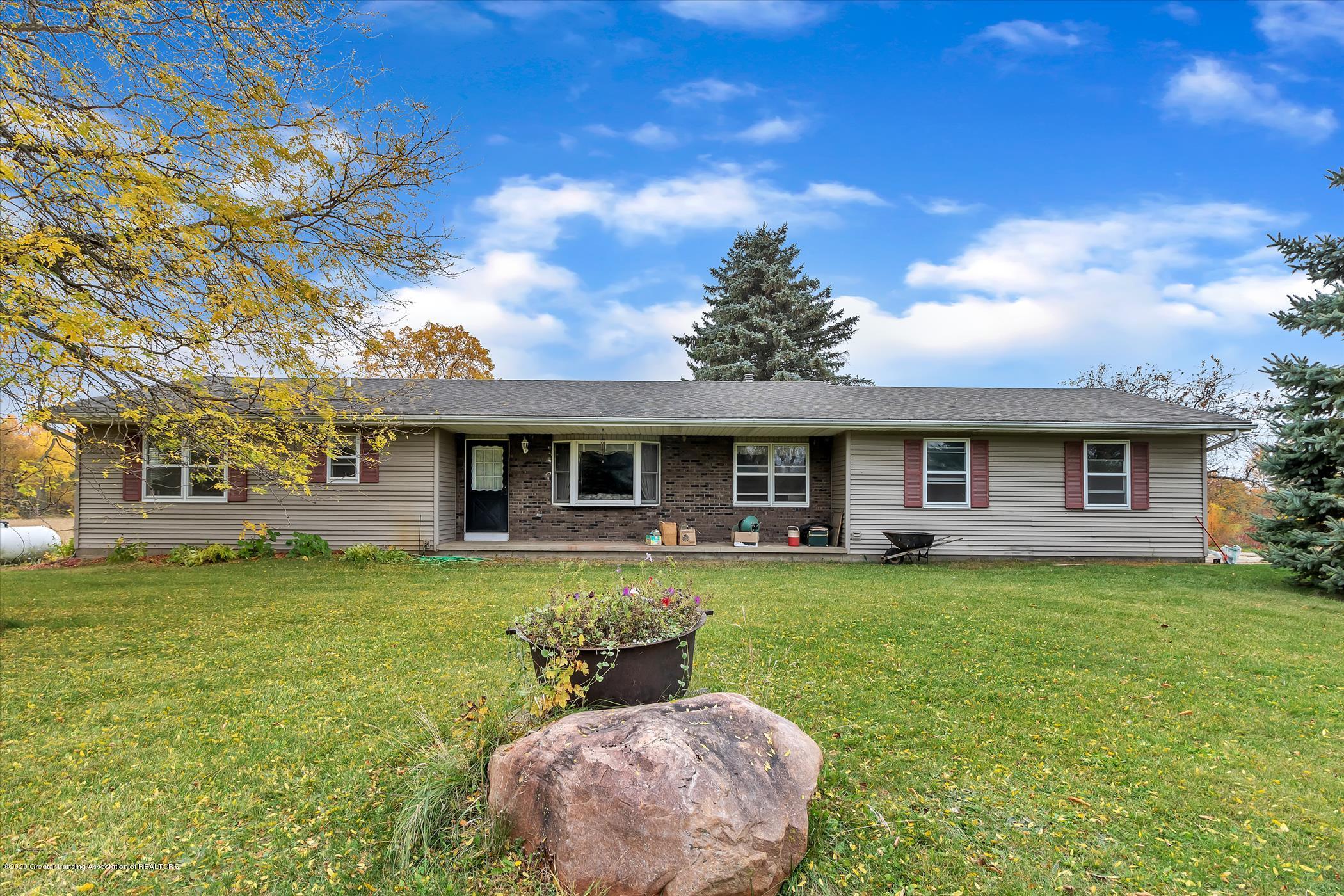 5654 Clinton Trail E, Eaton Rapids, MI 48827