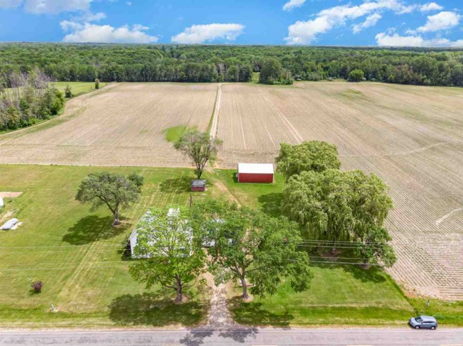 7226 Middle Rd, Hope, MI 48628
