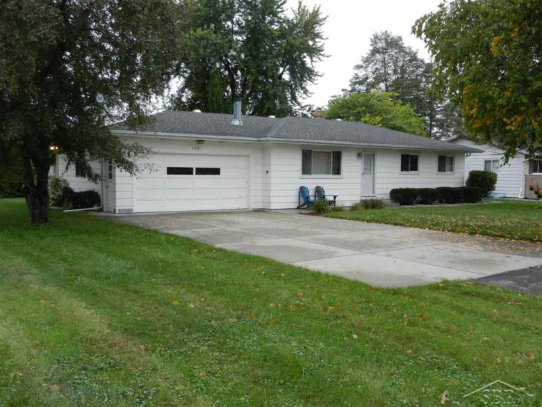 5301 Willowbrook Drive, Saginaw, MI